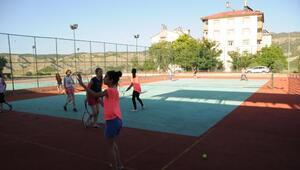 Tuncelili tenisçi gençler, Hülya Avşardan destek istedi