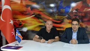 Bornova Beckersporda Ceyhun Yıldızoğlu imzayı attı