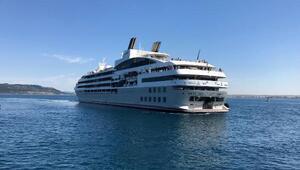 Kruvaziyer gemi Çanakkale'ye 244 turist getirdi