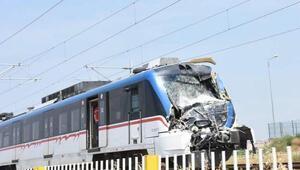 Banliyö treni kamyona çarptı (2)- yeniden