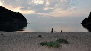 Turistik ilçe Amasrada 5 plajda çadırda konaklama yasak