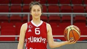 Bornova Beckerspor ilk imzayı Kübra Erata attırdı