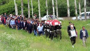 İstanbul'da denizde ölü bulunan asker toprağa verildi