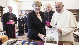 Merkel: Papa, beni cesaretlendirdi