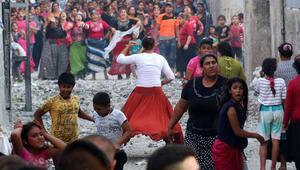 Meydan savaşı gibi aile kavgası Polis TOMA ile müdahale etti