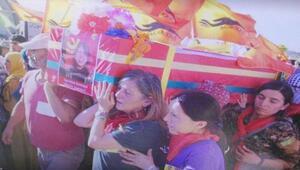 Kırmızı Fularlı Kızın anne ve babasına cenaze törenindeki fotoğraflardan soruşturma