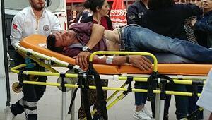 Silahlı kavgada ağabeyine siper oldu, yaralandı