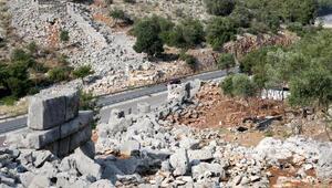Büyük İskenderin fethedemediği Termessosta 2300 yıllık yol bulundu