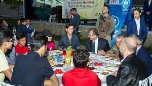 Vali Taşyapan, Gençlerle Hasbihal ve Gençlik iftarına katıldı