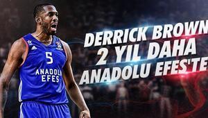 Derrick Brown 2 yıl daha Anadolu Efeste