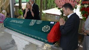 Fotoğraflar // Hürriyet Kelebek yazarı Ayşe Aral son yolculuğuna uğurlandı