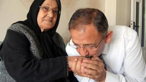 Bakan Özhasekinin annesinin cenazesine Erdoğan ve Yıldırım da katıldı
