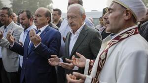 Kılıçdaroğlu, bayram namazını köyde kıldı