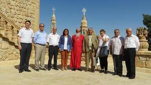 CHPlilerden Süryani manastırına ziyaret