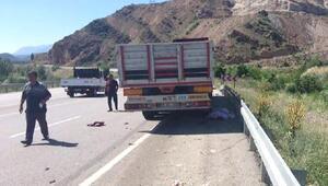 Yolda yürürken TIRın çarptığı karı-koca öldü