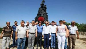 Barış Anıtında anma
