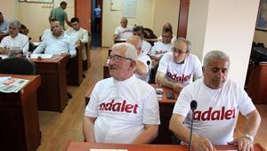 CHPliler, İl Genel Meclisine Adalet tişörtleriyle katıldı