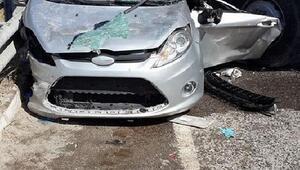TIR otomobile çarptı: 2 ölü, 2 yaralı