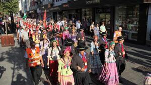 Bursada Uluslararası Altın Karagöz Halk Dansları Yarışması, kortej yürüyüşü ile başladı