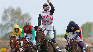 At üzerinde rakipsiz... Karataş 6000i de devirdi