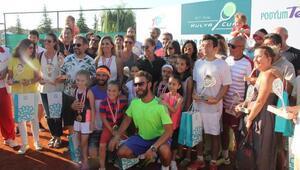 Hülya Avşar Bursada tenis turnuvasına katıldı