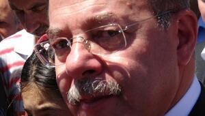 Bakan Akdağ, 15 Temmuz şehidinin mezarı başında Kuran okudu (2)