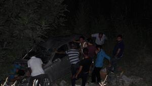 İzmirde otomobil şarampole yuvarlandı: 4 yaralı