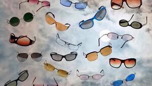 Renkli gözlüklerle stilinizi tamamlayın