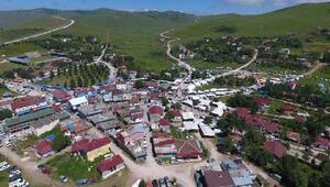 Türkiyenin en yüksek şelalesine ziyaretçi akını