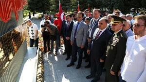SDÜde Şehitler Anıtı açıldı