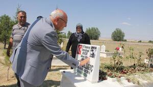 CHPli Çakırözerden 15 Temmuz şehidinin kabrine ziyaret
