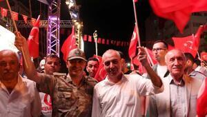 Batmanda Demokrasi Nöbetindekiler Ölürüm Türkiyem şarkısı Kürktçe seslendirdi
