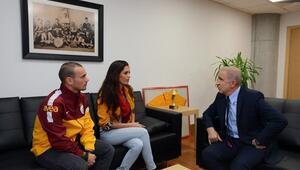 Ünal Aysal yönetimi bombaladı Sneijder...