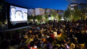 Açık havada sinema Akasya Parkta