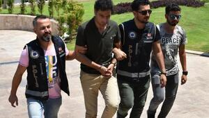 Marmariste sahte kimlik ve dolarla tatil yapan Suriyeli yakalandı