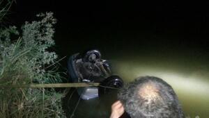 Otomobil Sakarya Nehrini uçtu: 3 ölü