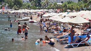 Marmariste sıcaktan bunalanlar plajları doldurdu