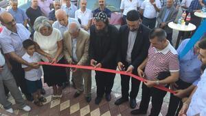 Süryani ortakların pizza dükkanı, papazın dualarıyla açıldı