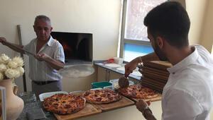 Süryani ortakların pizza dükkanı törenle açıldı