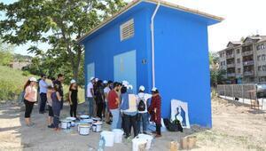 Gençlik Merkezi ve AISEC öğrencileri trafoları boyuyor