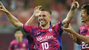 Podolski Japonyada şov yaptı 2 gol...