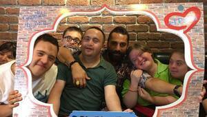 Çılgın Sedat, İzmitte Down Kafeyi ziyaret etti