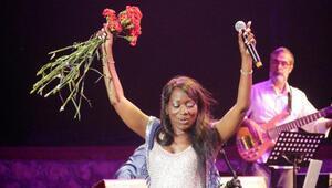 Ünlü sanatçı  Della Miles  Büyükçekmecede Kültür ve Sanat Festivalinde sahne aldı