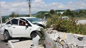 TIR ile otomobil çarpıştı: 3 yaralı