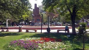 Van Büyükşehir Belediyesi kentteki parkları onarıyor