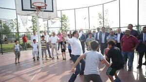 Bakan Osman Aşkın Bak çocuklarla basketbol maçı oynadı