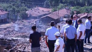 Vali Aktaş, 27 evin yandığı Müsellim Köyünü inceledi