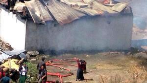 Erzurumda 20 ev ve 10 ahır yandı