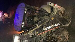 TIR iş makinesine çarptı: 1 ölü, 2 ağır yaralı
