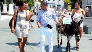 Bodrum sokaklarında eşekli türkü tanıtımı tepkiyle karşılandı